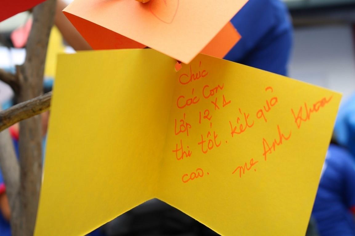 Món quà tinh thần được các bạn tiếp sức mùa thi đội hình Cao đẳng Xây dựng số 2 dành cho các thí sinh.