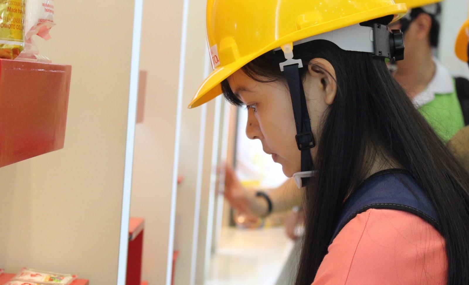 Sinh viên tìm hiểu các sản phẩm của công ty Ajinomoto